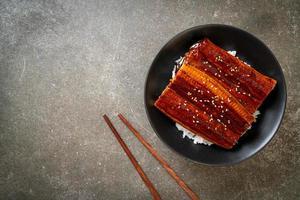japanse paling gegrild met rijstkom of unagi don foto