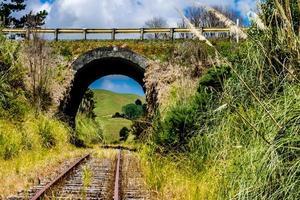 treinsporen en een ritje erop. Dargaville, Nieuw-Zeeland foto