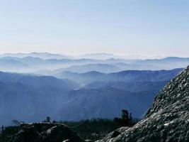 het uitzicht op prachtige bergen vanaf de hoogste top daecheongbong. nationaal park Seoraksan. Zuid-Korea foto