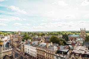 oxford, Verenigd Koninkrijk - 29 augustus 2019 - hoge hoekmening van de hoofdstraat van oxford foto