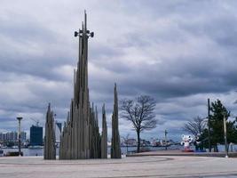 sculpturen in het park in het centrum van de stad Sokcho. Zuid-Korea foto
