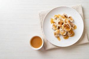 grills banaan met karamelsaus foto