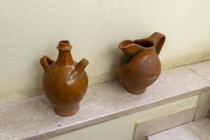 enkele oude terra cotta amforen foto