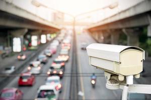 close-up van verkeersbeveiligingscamera. foto