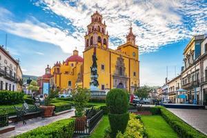 gevel van de kathedraal van guanajuato in mexico foto