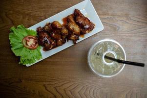 gebakken kip met Koreaanse saus foto