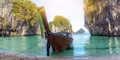 blauw water bij Lao Cognossement Island, Krabi Province, Thailand Paradise foto