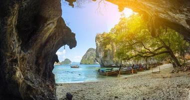 blauw water bij lao cognossement eiland, krabi provincie, thailand-paradijs foto