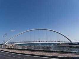 grote mooie brug in de stad Gangneung, Zuid-Korea foto