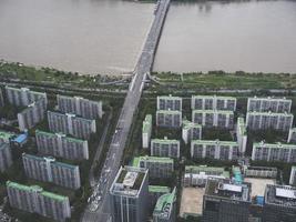het prachtige uitzicht op de stad seoul en de han-gang rivier vanuit de lucht. Zuid-Korea foto