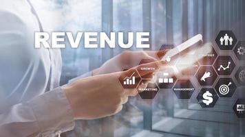 verhoging van het omzetconcept. het plannen van groei en toename van positieve indicatoren in zijn bedrijf. gemengde media. omzetgroei plannen foto