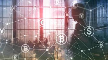dubbele belichting bitcoin en blockchain-concept. digitale economie en valutahandel. foto