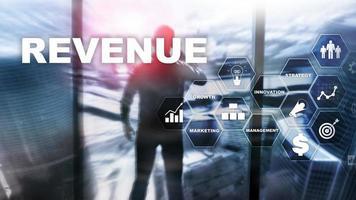 verhoging van het omzetconcept. het plannen van groei en toename van positieve indicatoren in zijn bedrijf. gemengde media. omzetgroei plannen. foto