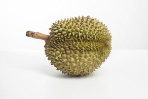 durian op witte achtergrond foto