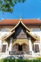 wat chedi luang varavihara - het is een tempel met een grote pagode in de chiang mai in thailand foto