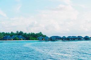 Malediven eiland met oceaan foto