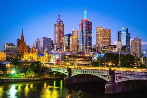 de skyline van de stad van melbourne in victoria, australië foto