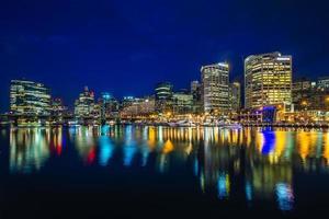 nachtzicht op darling harbour in sydney, australië foto