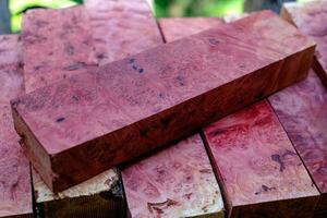 natuur roze wortelnotenhout gestreept foto