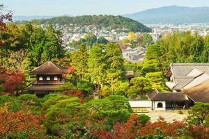 jishijo aka tempel van het zilveren paviljoen in kyoto, japan foto