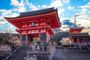 deva poort van kiyomizu dera in kyoto, japan foto