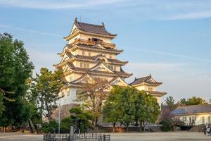 gevelaanzicht van fukuyama kasteel tenshu in japan foto