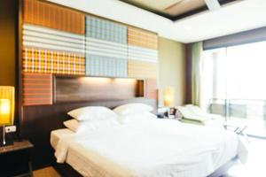 abstracte onscherpte en onscherpe decoratie in het interieur van de hotelslaapkamer foto