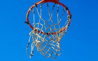 basketbalring direct na het schieten foto