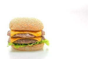 Varkenshamburger of varkensvleeshamburger met kaas die op witte achtergrond wordt geïsoleerd foto