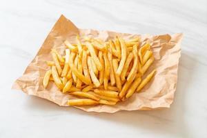 een bord frietjes foto