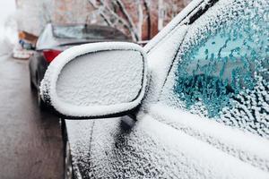 achteruitkijkspiegel bevroren - bedekt met ijs - elektrisch verwarmde spiegels foto