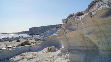 kalkstenen van het strand van delikli koy foto