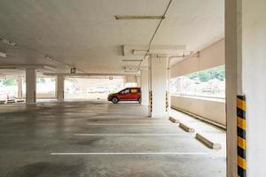 interieur parkeerplaats of garage foto