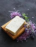 biologische zeep en lavendel foto