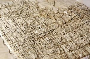 hout met snijtekens foto