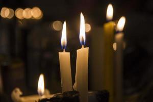 brandende kaarsen in noordelijke verschijning foto