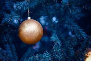 kerstboom met versieringen. foto