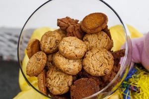 glazen potten met biscuit foto