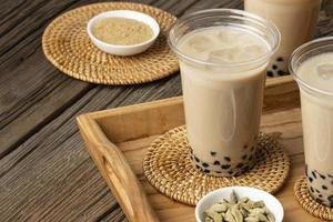 arrangement met heerlijke traditionele thaise thee foto
