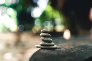 steen stapelen natuurlijke alternatieve behandeling foto