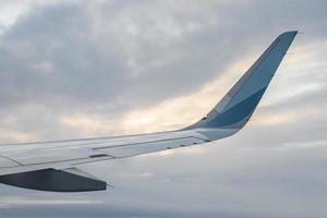 vliegen over europa duitsland naar mallorca, uitzicht uit vliegtuig foto