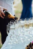 huwelijksglazen voor wijn en champagne van kristal foto