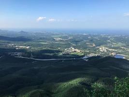 het uitzicht op de aria in de buurt van de stad Sokcho vanuit de lucht. Zuid-Korea foto