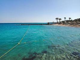 het prachtige uitzicht op het strand van de stad Hurghada, Egypte foto