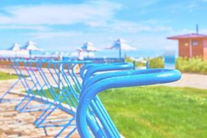 fietsparkeerplaatsen op oceaan. foto