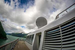 prachtig landschap van cruiseschepen in Alaska foto
