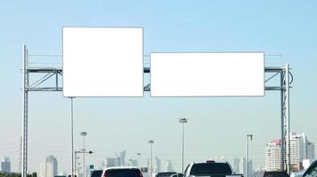 banner leeg op snelweg. foto