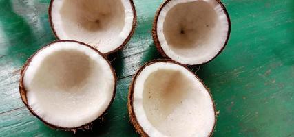 rijpe kokosbouillon in de winkel foto