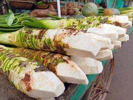 verse en gezonde taro-voorraad in de winkel foto