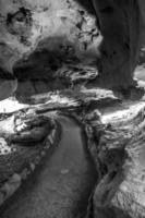pad ondergrondse grot in verboden speleologen in de buurt van sevierville tennessee foto